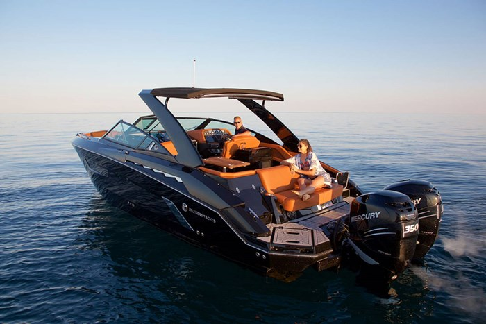 2022 Cruisers Yachts 338 Outboard Photo 2 sur 14