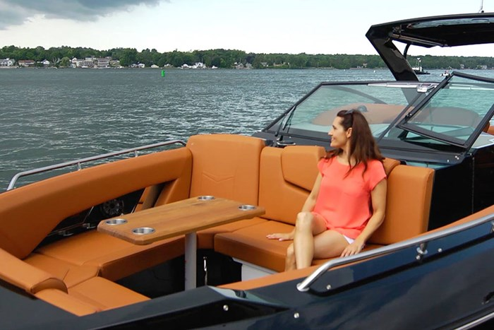2022 Cruisers Yachts 338 Outboard Photo 9 sur 14