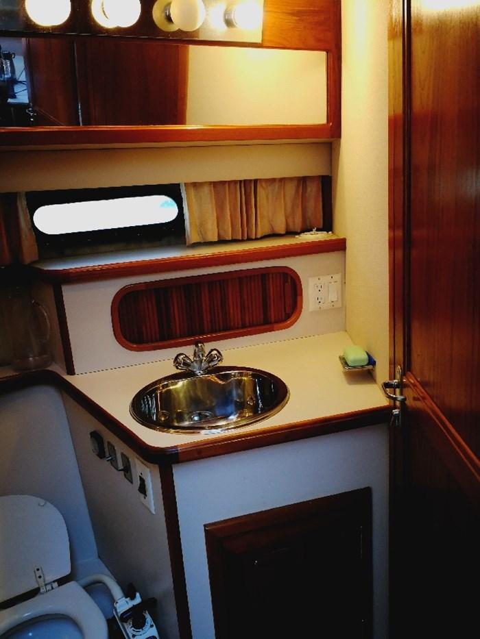 1989 Carver 3807 Aft Cabin Photo 7 of 44