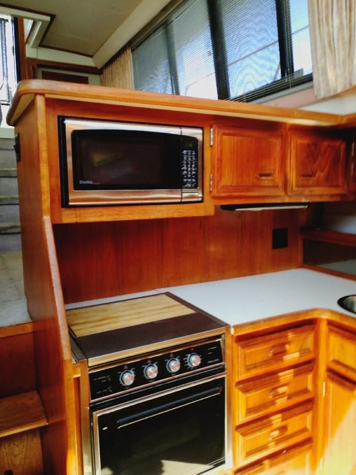 1989 Carver 3807 Aft Cabin Photo 9 of 44