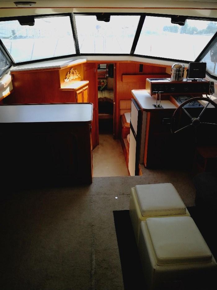 1989 Carver 3807 Aft Cabin Photo 20 of 44