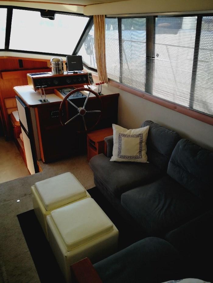 1989 Carver 3807 Aft Cabin Photo 22 of 44