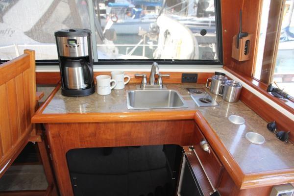 1990 Bayliner 3888 Motoryacht Photo 14 of 105