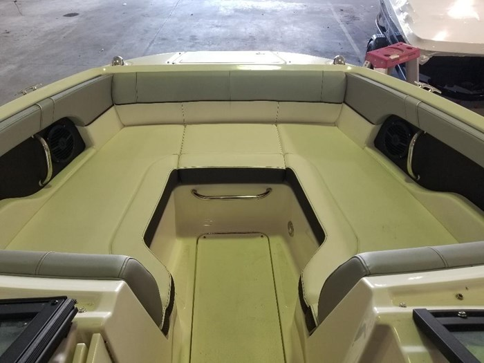 2017 Sea Ray 220 SUNDECK Photo 3 of 14