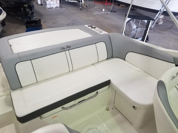 2017 Sea Ray 220 SUNDECK Photo 6 of 14