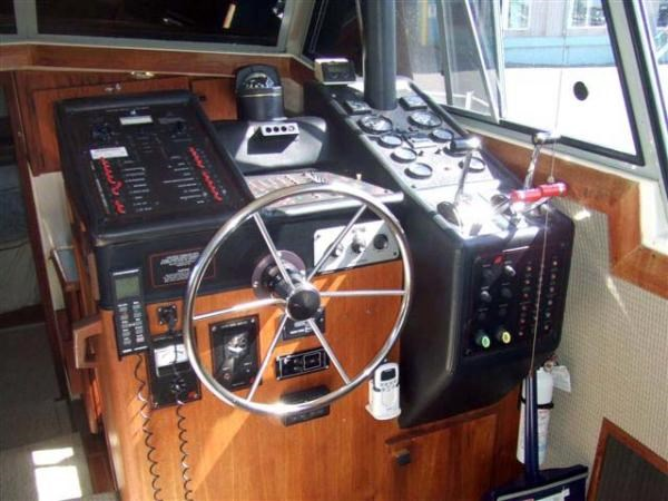 1989 Bayliner 3888 Motoryacht Photo 4 sur 9