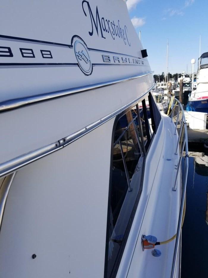 2000 Bayliner Command Bridge Motoryacht Photo 10 of 51
