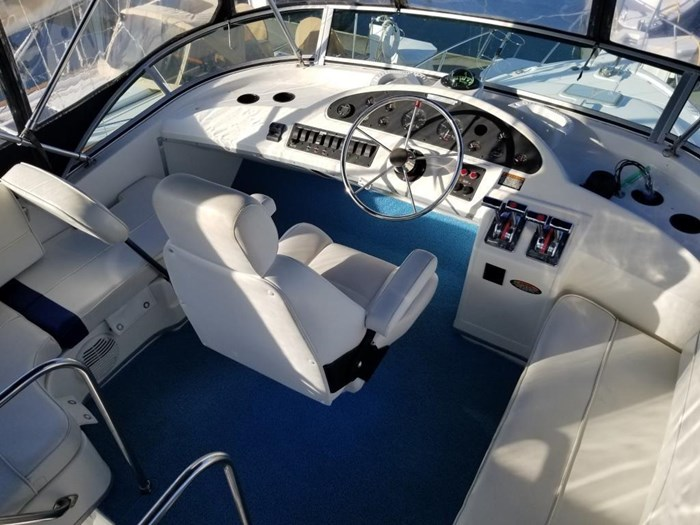 2000 Bayliner 3388 Command Bridge Motoryacht Photo 44 sur 51
