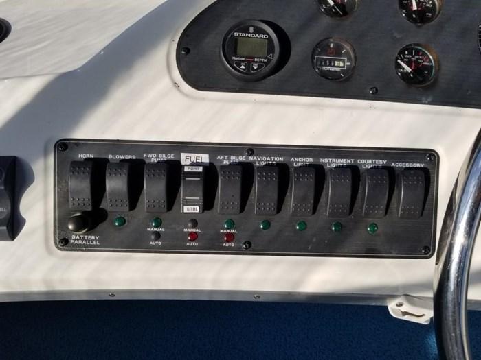 2000 Bayliner 3388 Command Bridge Motoryacht Photo 45 sur 51