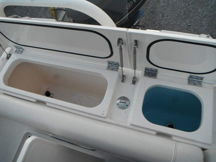 2014 Pursuit DC 265 Dual Console Photo 13 of 23