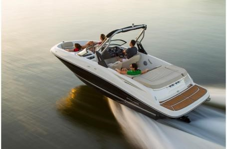 2020 Bayliner VR5 Bowrider Photo 1 of 34
