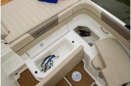 2020 Bayliner VR5 Bowrider Photo 17 of 34