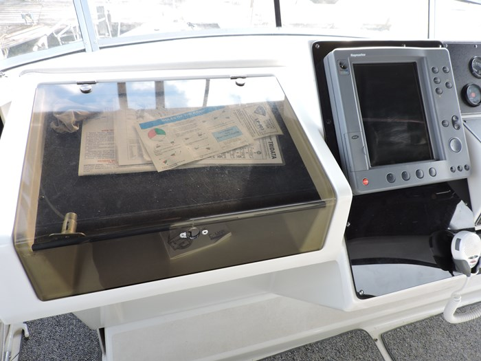 1992 Carver 33 Aft Cabin Photo 33 of 82