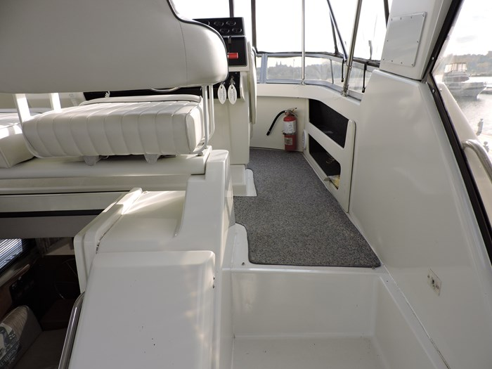 1992 Carver 33 Aft Cabin Photo 41 of 82