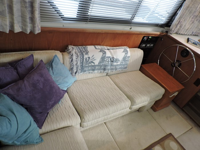 1992 Carver 33 Aft Cabin Photo 43 of 82