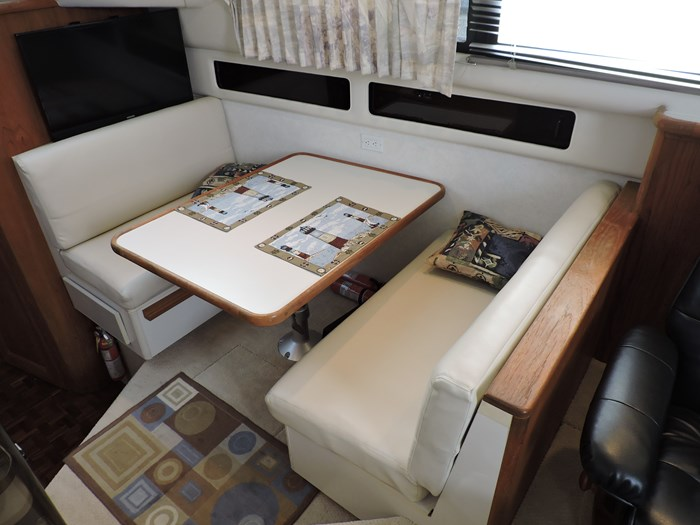 1992 Carver 33 Aft Cabin Photo 46 of 82