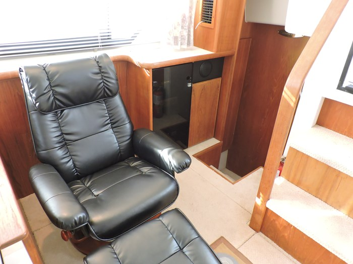 1992 Carver 33 Aft Cabin Photo 50 of 82