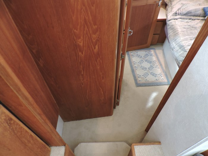 1992 Carver 33 Aft Cabin Photo 55 of 82
