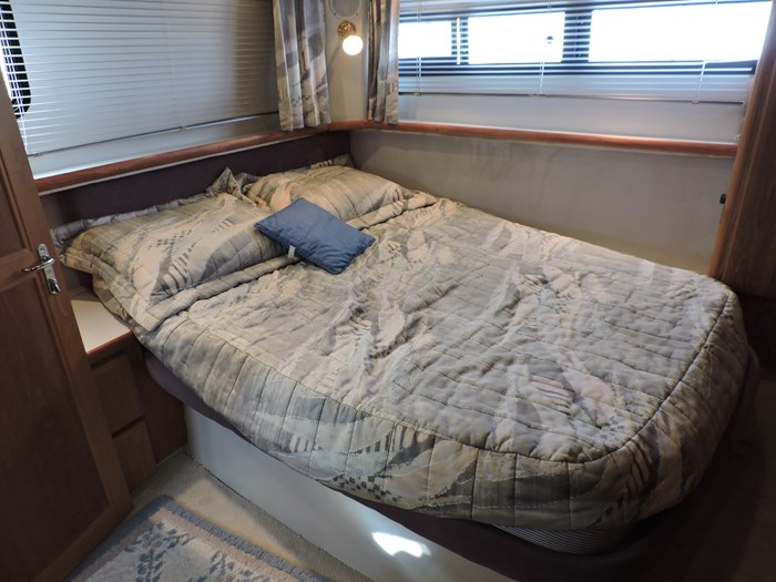 1992 Carver 33 Aft Cabin Photo 56 of 82
