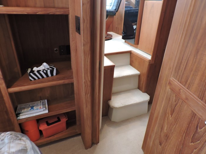 1992 Carver 33 Aft Cabin Photo 63 of 82