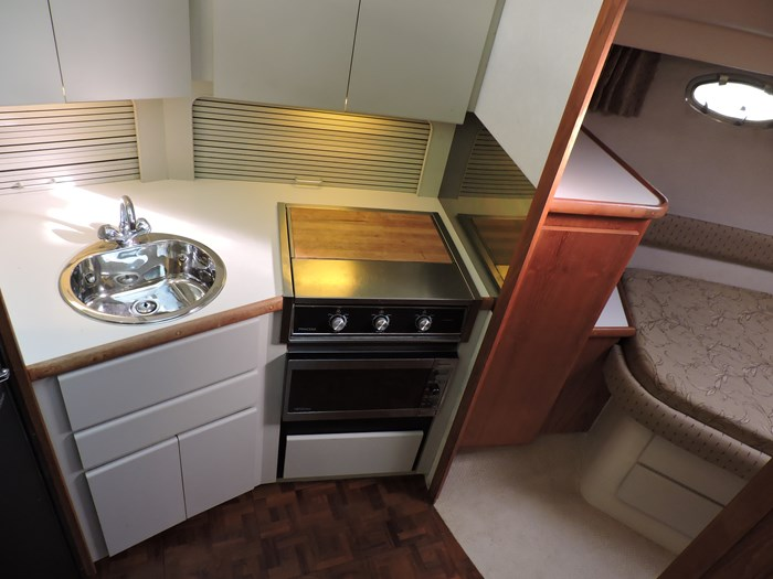 1992 Carver 33 Aft Cabin Photo 66 of 82