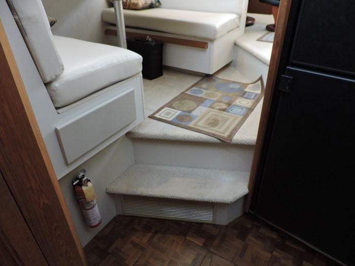 1992 Carver 33 Aft Cabin Photo 70 of 82