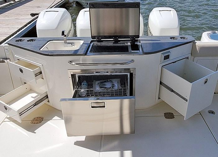 2020 Boston Whaler 405 Conquest Photo 17 sur 19