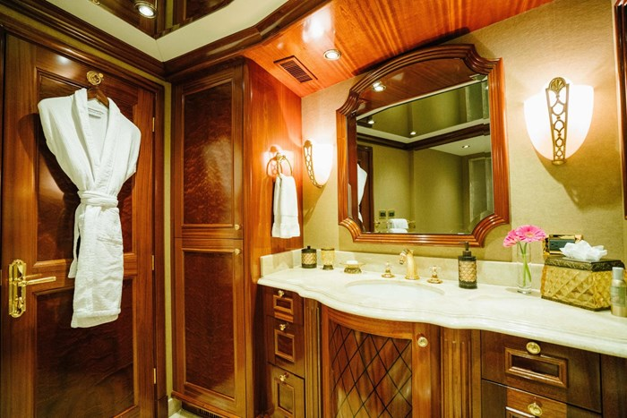 2010 Richmond Yachts Tri-Deck Motor Yacht Photo 25 of 74