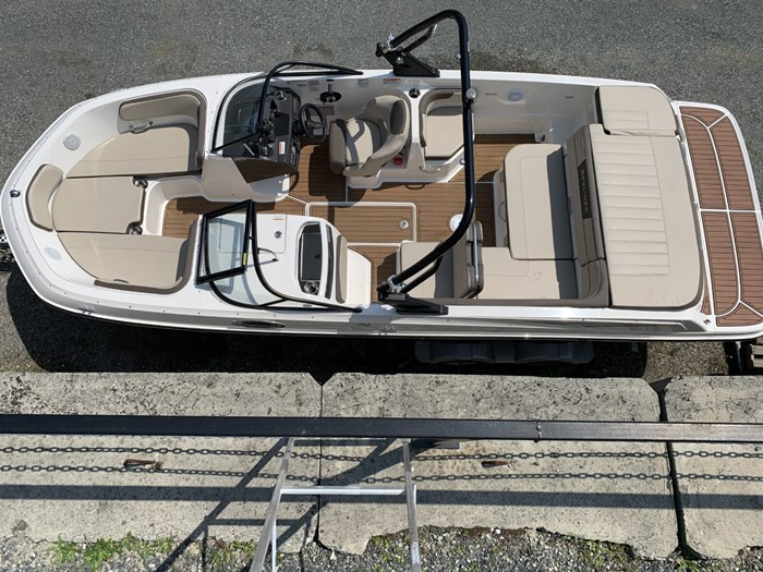 2017 Bayliner VR6 Bowrider Photo 2 sur 8