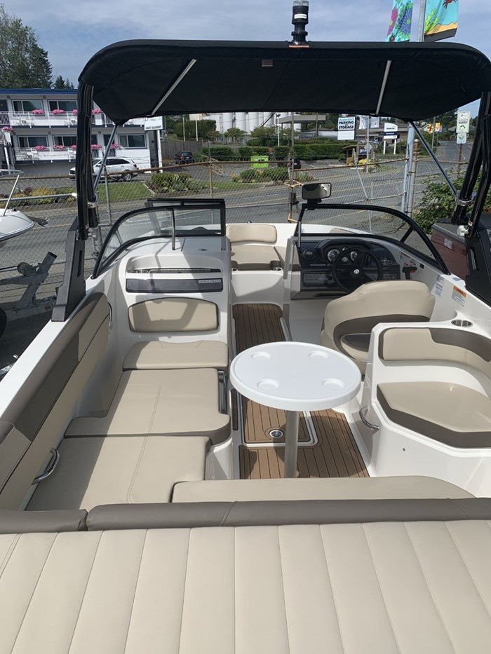 2017 Bayliner VR6 Bowrider Photo 3 sur 8