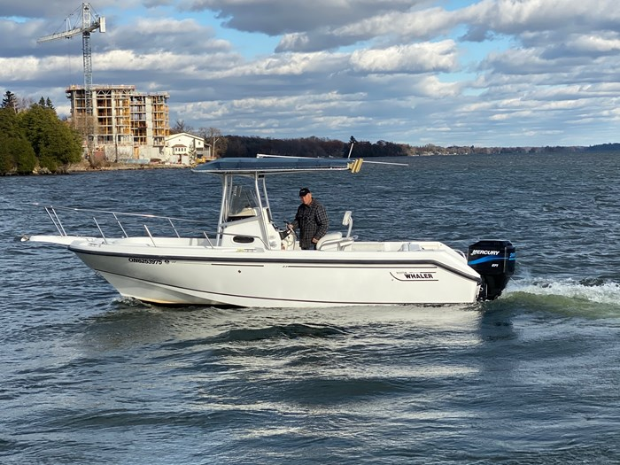2001 Boston Whaler 230 Outrage Photo 3 sur 14