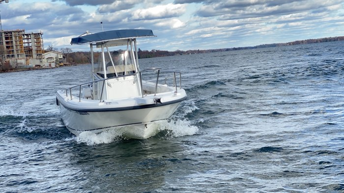 2001 Boston Whaler 230 Outrage Photo 10 sur 14