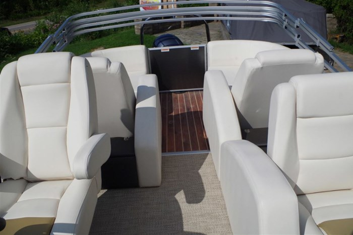 2017 Godfrey Pontoons SWPE235SR - Pontoon Boat with outboard motor Photo 4 sur 8