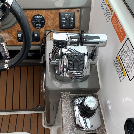 2011 Rinker 360 Express Cruiser Photo 15 of 41