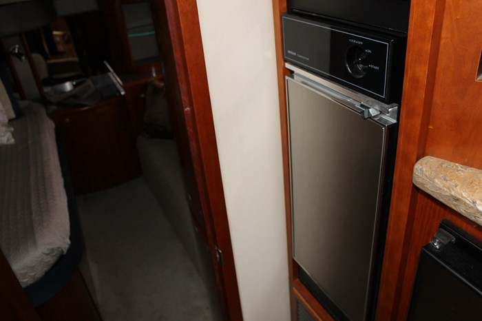 2008 Cruisers Yachts 520 Express Photo 14 sur 38