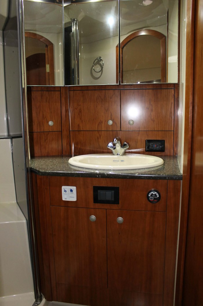 2008 Cruisers Yachts 520 Express Photo 30 sur 38