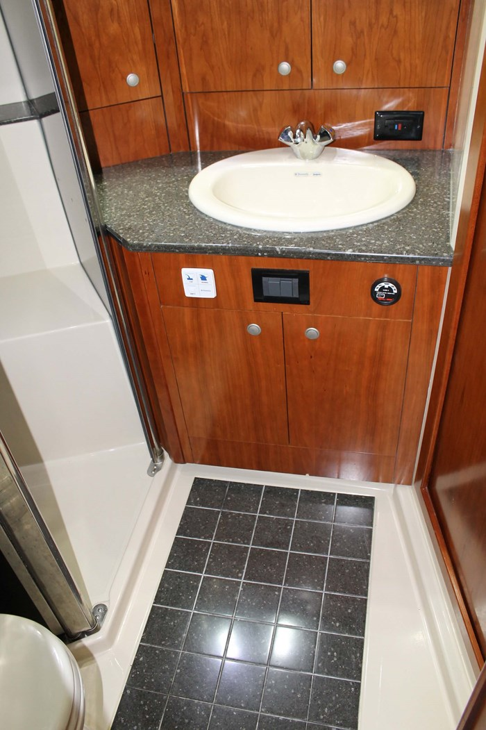 2008 Cruisers Yachts 520 Express Photo 32 sur 38