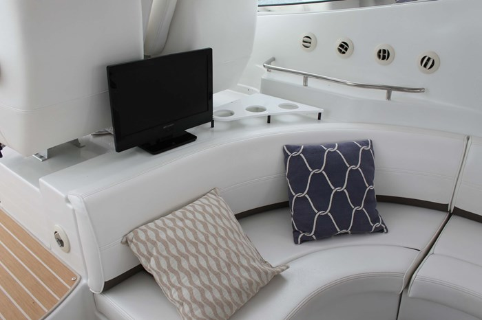 2008 Cruisers Yachts 520 Express Photo 35 sur 38