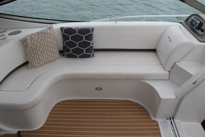 2008 Cruisers Yachts 520 Express Photo 36 sur 38