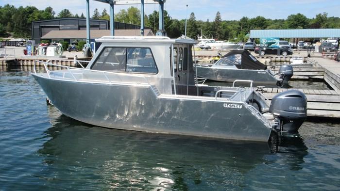 Hard Top Cruiser 25'