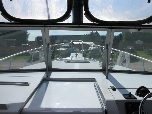 1999 Mainship Pilot 30 Photo 12 of 42