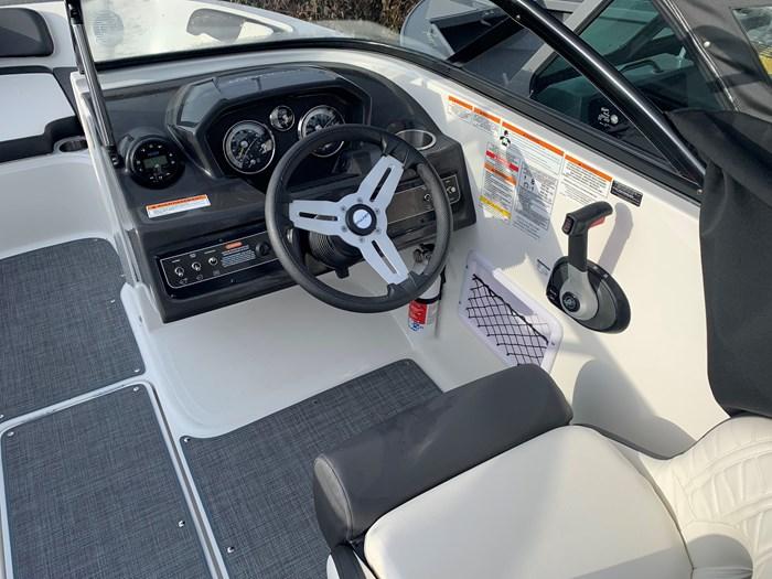 2020 Bayliner VR5 Bowrider Photo 4 sur 5