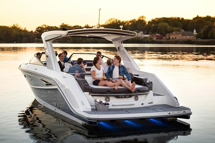 2016 Sea Ray SLX 310 Photo 5 of 27