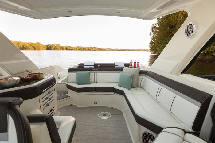 2016 Sea Ray SLX 310 Photo 15 of 27