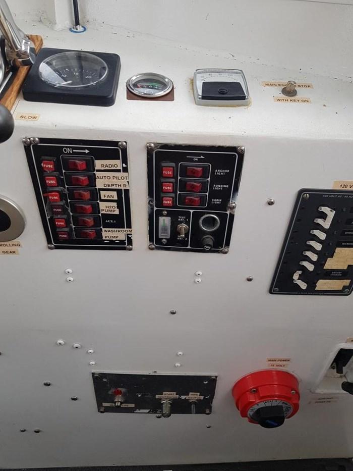 1982 37' x 11' Trawler Steel and Aluminum Photo 14 sur 37