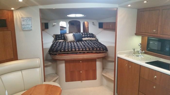 2003 Cruisers Yachts 3870 Express Photo 4 of 36