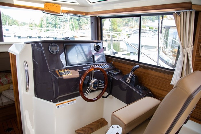 2020 RANGER TUGS R25 LUXURY EDITION Photo 5 of 7