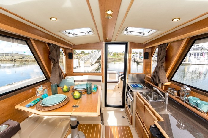 2020 CUTWATER C28 LUXURY EDITION Photo 2 of 7