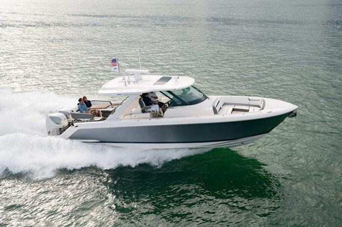 2019 Tiara Sportboats 38 LS Photo 9 of 10