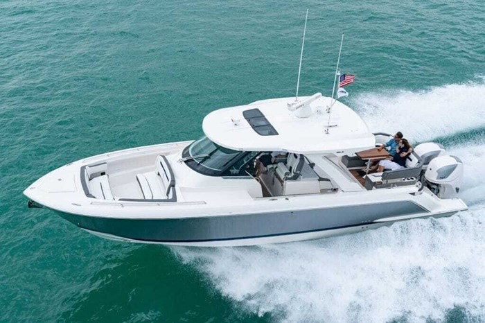 2019 Tiara Sportboats 38 LS Photo 10 of 10